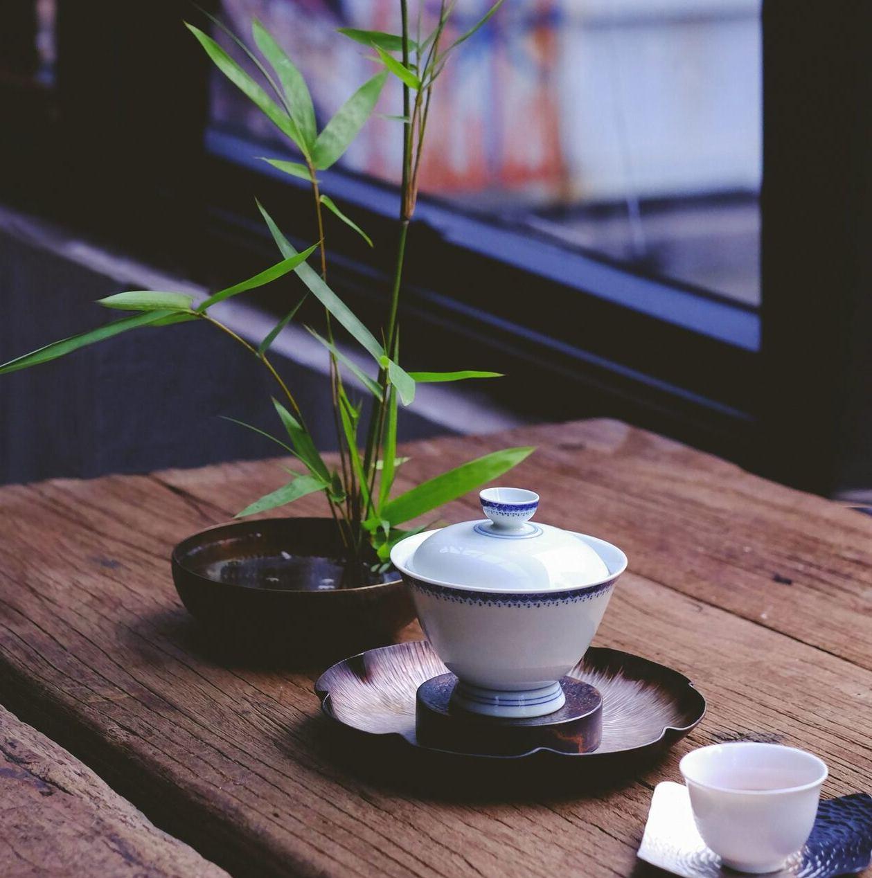 chinesische Teetasse und Bambus